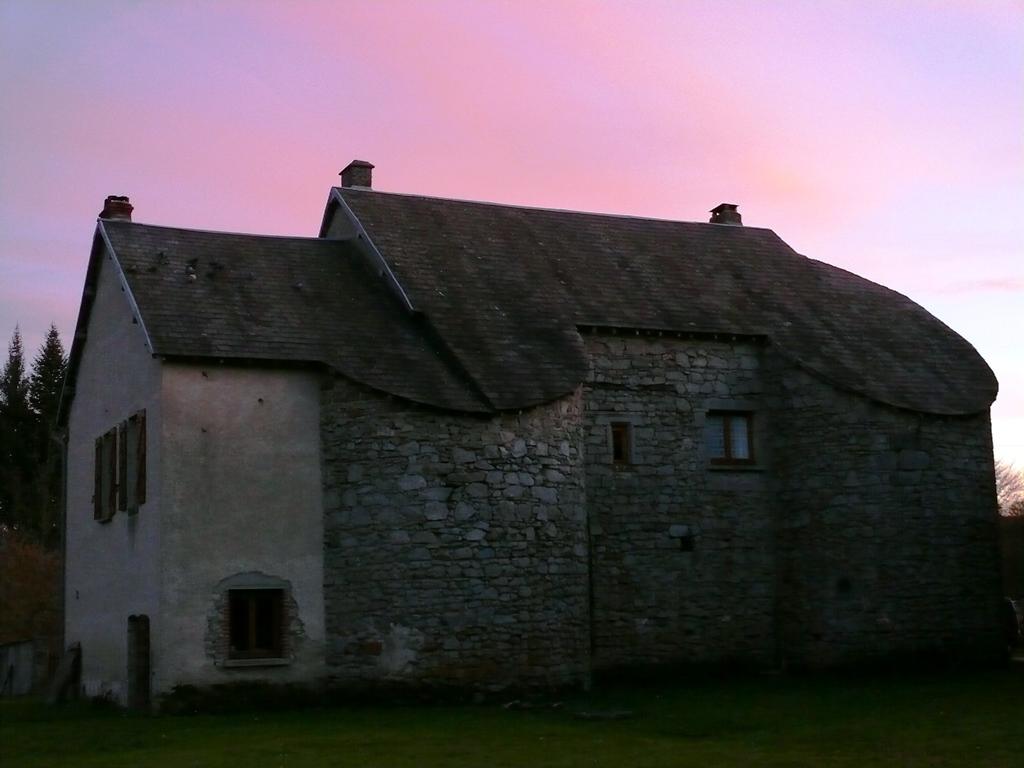 huis met poollicht